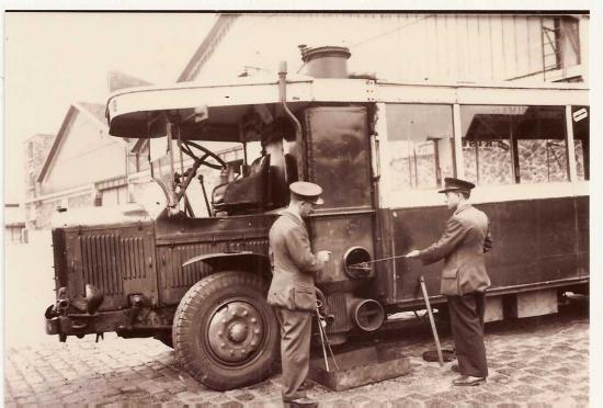 Nettoyage du gazogène à charbon de bois