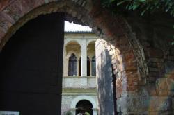 loggia e facciata della casa