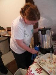 Karine fait le café