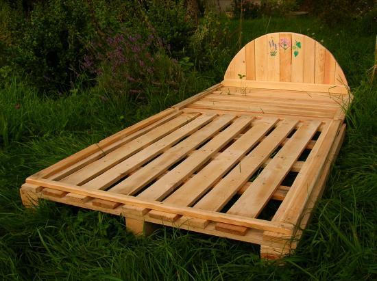 mobilier et recyclage de palettes pour un int rieur paisible paravent tag res chaise de. Black Bedroom Furniture Sets. Home Design Ideas