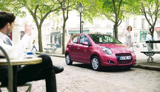 La nouvelle Alto est le fruit du savoir-faire Suzuki dans le domaine des véhicules compacts.  Le challenge de ce nouveau modèle consiste à offrir un maximum de confort et de fonctionnalités avec 5 portes, dans une carosserie compacte de 3,50 mètres de long, en accordant une importance primordiale à l'économie de carburant.   Elle est élégante et sympathique grâce à ses formes profilées et aérodynamiques.