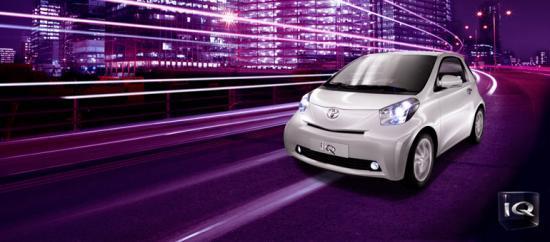 Toyota a bouleversé les conventions en repensant entièrement le concept du 4 places.  L'iQ relève avec brio les défis de la ville et propose une solution urbaine et un design inspiré. Si iQ était simplement une petite voiture, tout le monde aurait su la faire.