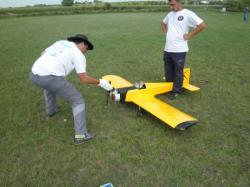 Jean-Michel et son avion avec moteur de 40 cm/cube