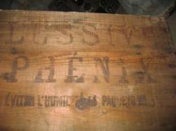 Caisse datant des années 50 de la lessive Phénix
